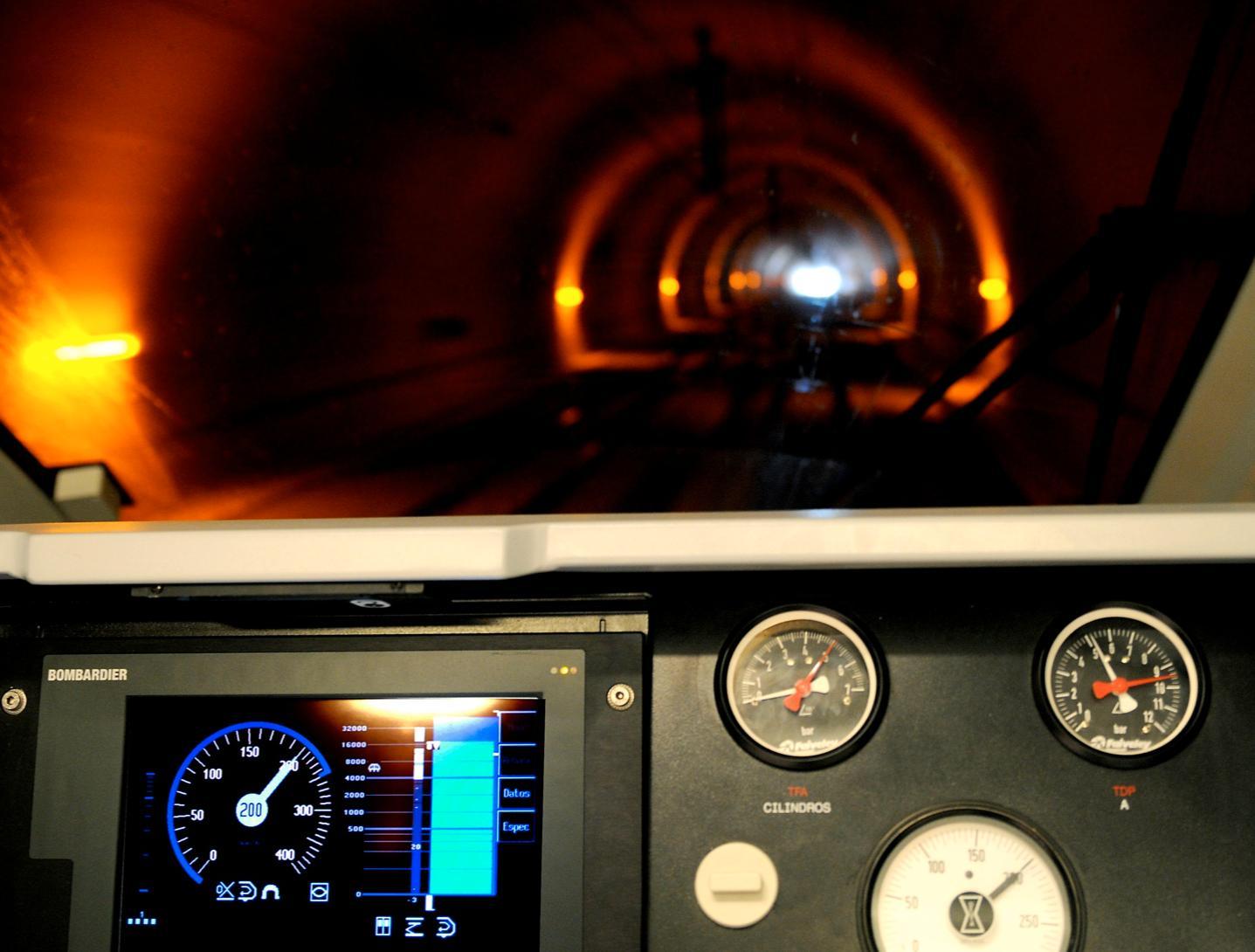 Lokføreren får informasjon om fart og kjøretillatelser på en skjerm.Foto: Jernbaneverket