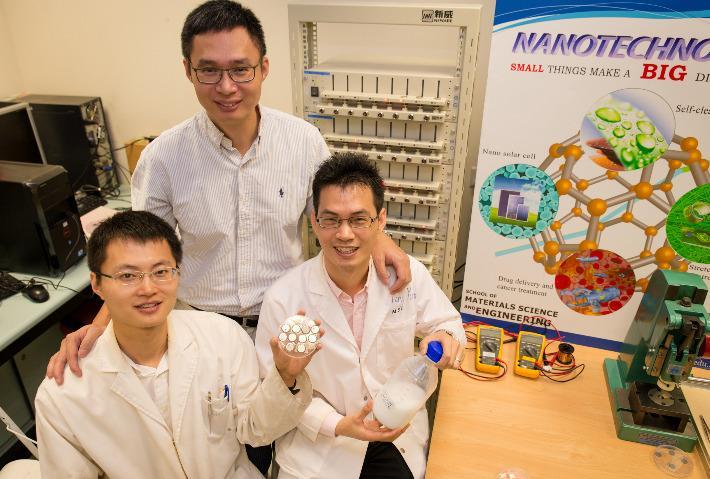 Teamet bak vidunderbatteriet.Foto: Nanyang Teknologiske Universitet