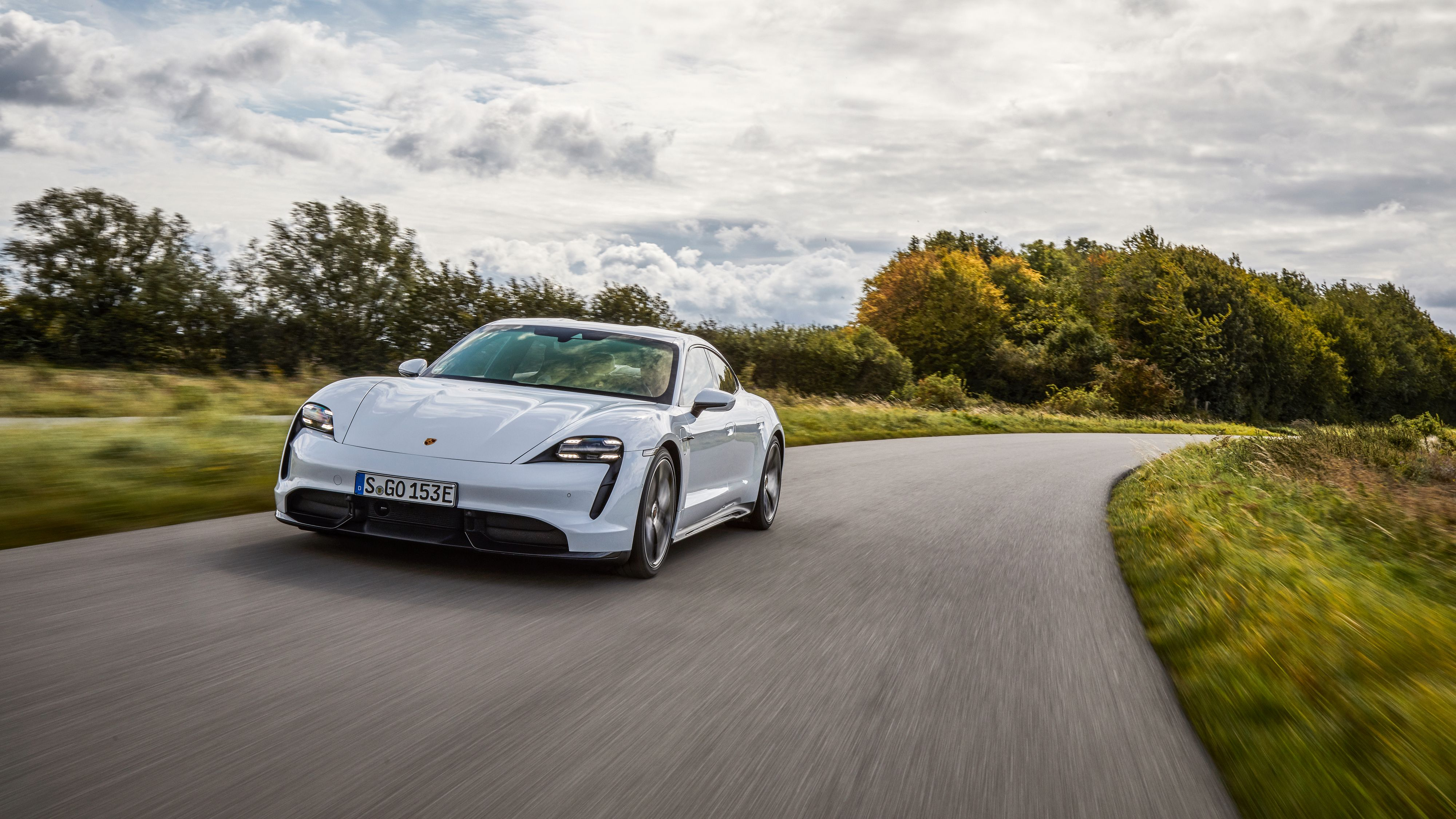 Porsche Taycan er foreløpig den elbilen som kan lade med høyest effekt av alle: 270 kW.