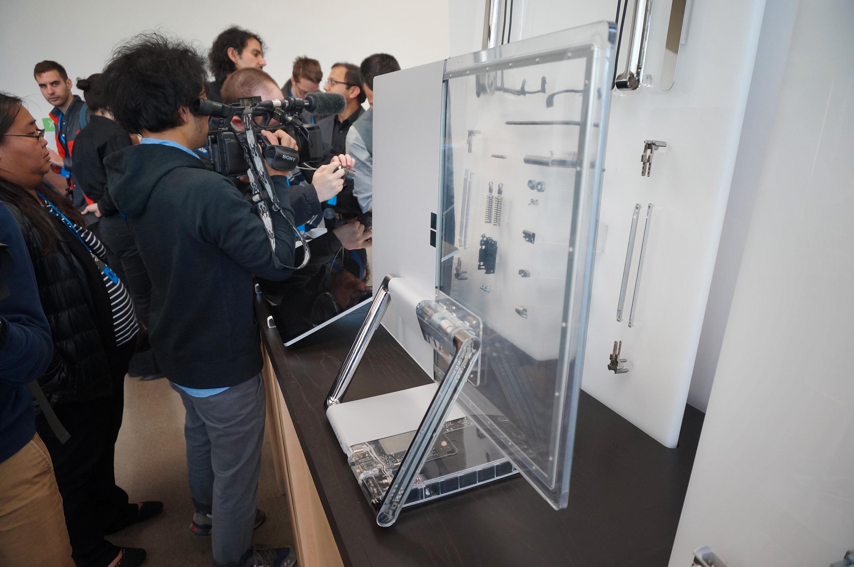 Slik ser Surface Studio ut med komponentene eksponert.
