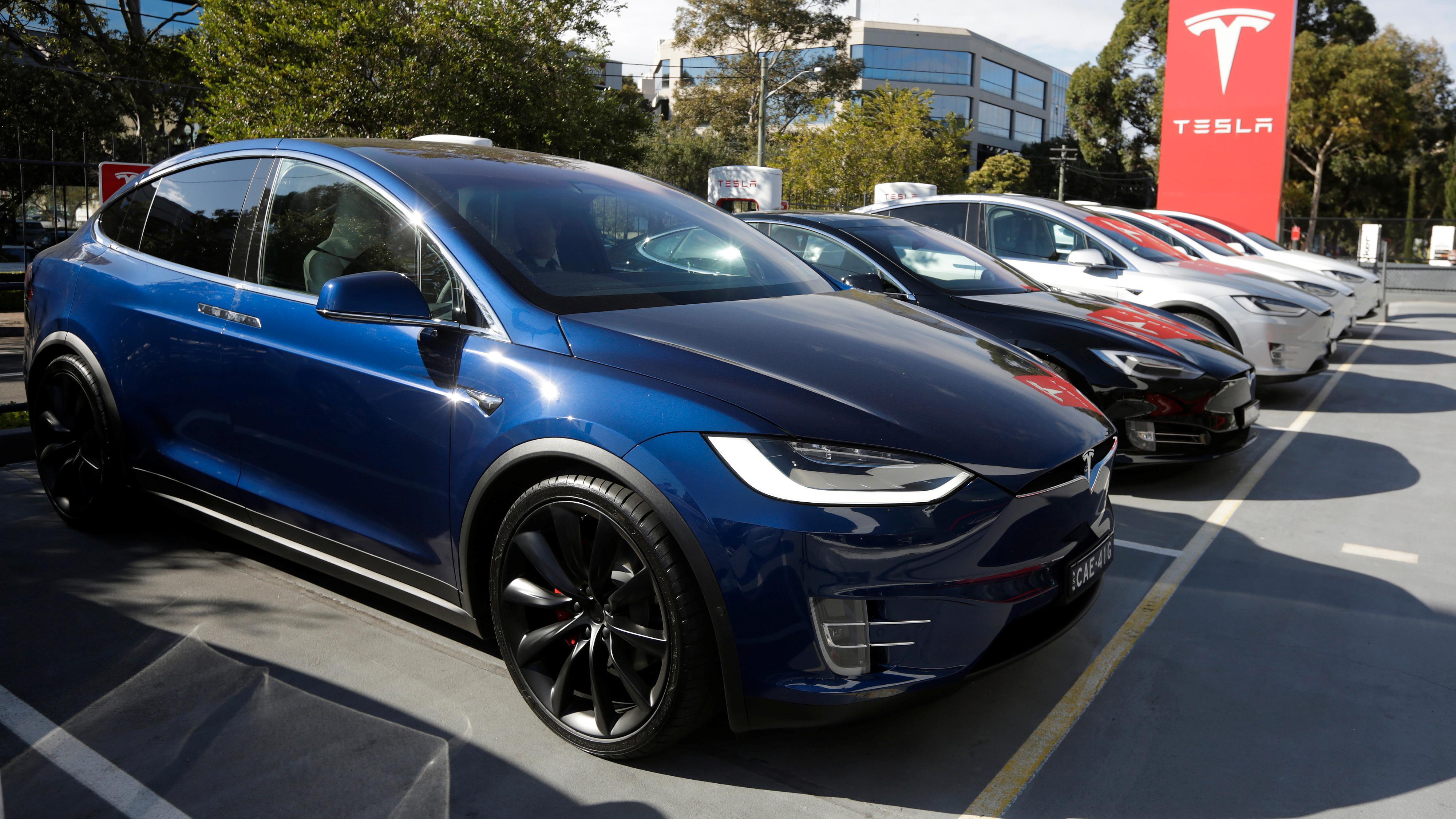 Tesla har igjen fjernet sine billigste Model S- og X-varianter