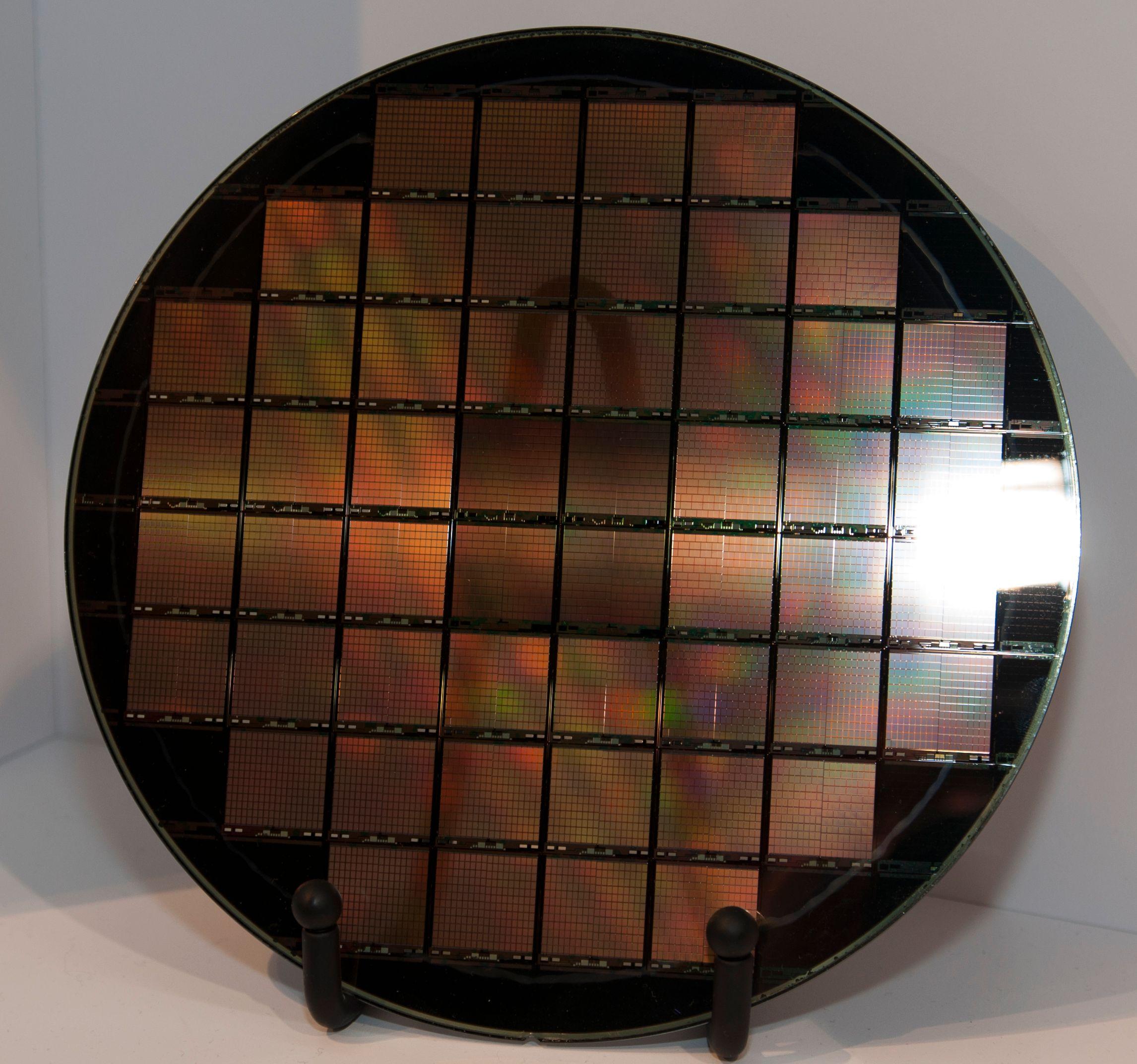 Én av disse små brikkene utgjør den aktive komponenten i Nectar-løsningen. Brikkene er designet av Liliputian Systems, og produseres i samarbeid med Intel.Foto: Finn Jarle Kvalheim, Amobil.no