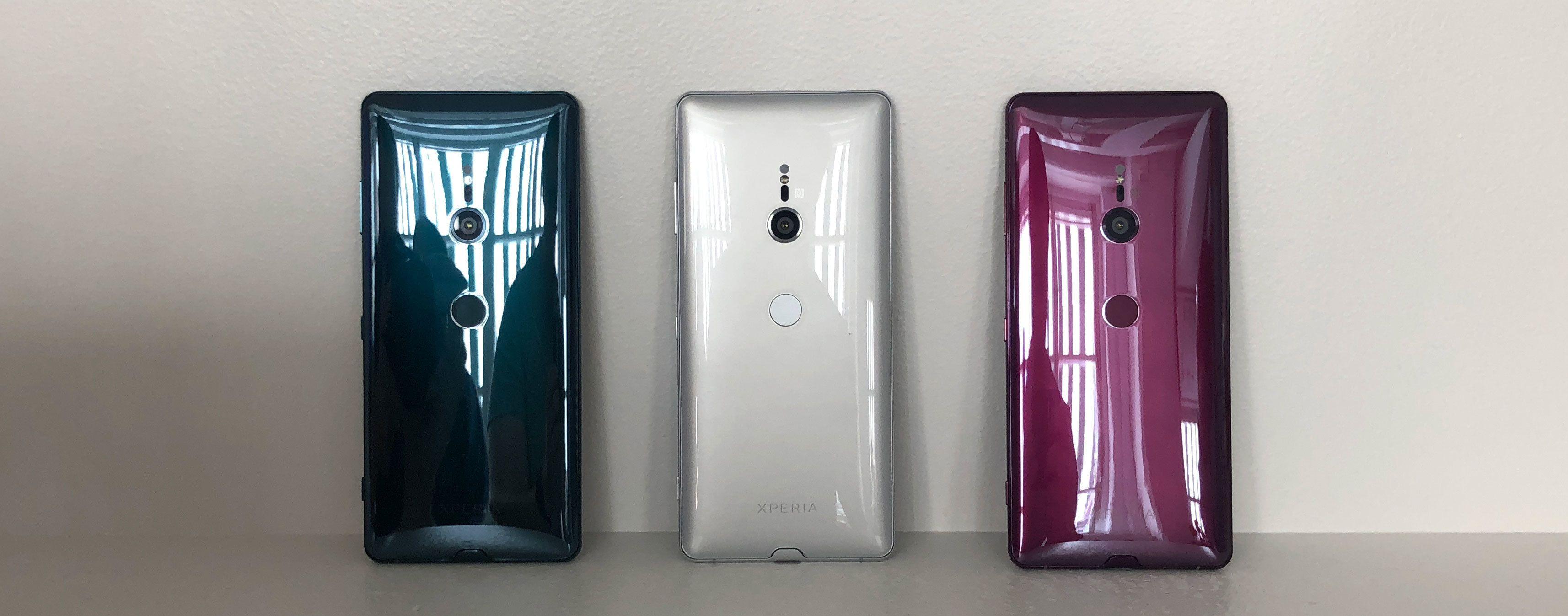 Her er tre av fargene Xperia XZ3 kommer i. Den fjerde fargen er svart.