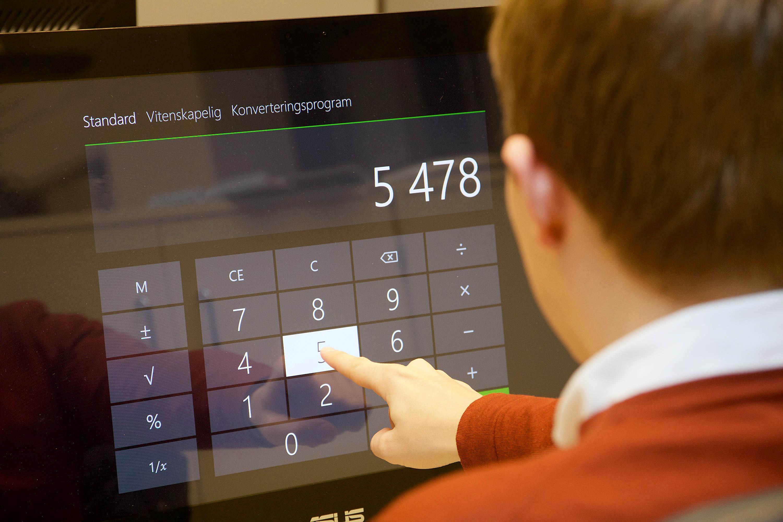 OVERFLØDIG BERØRING: Selv etter 30 dagers iherdig prøving kan jeg ikke si at berøringsskjermen på maskinen min har vært til mye nytte. Foto: Niklas Plikk