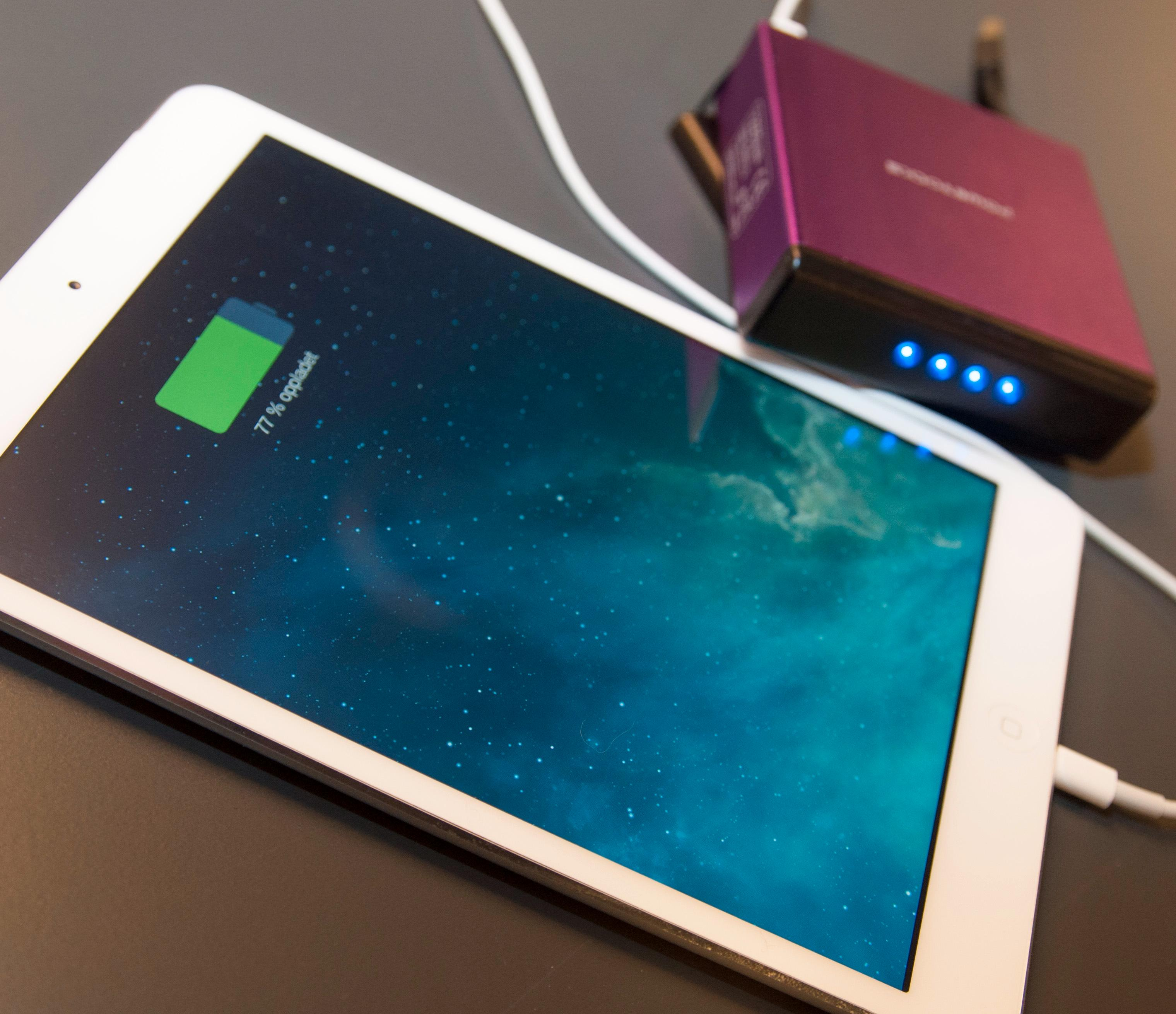 Har du en iPad Mini Retina skal Magic Cube kunne lade den halvannen gang. Med fulladet nettbrett, og powerbank, gir det deg rundt 25 timers brukstid.Foto: Finn Jarle Kvalheim, Amobil.no