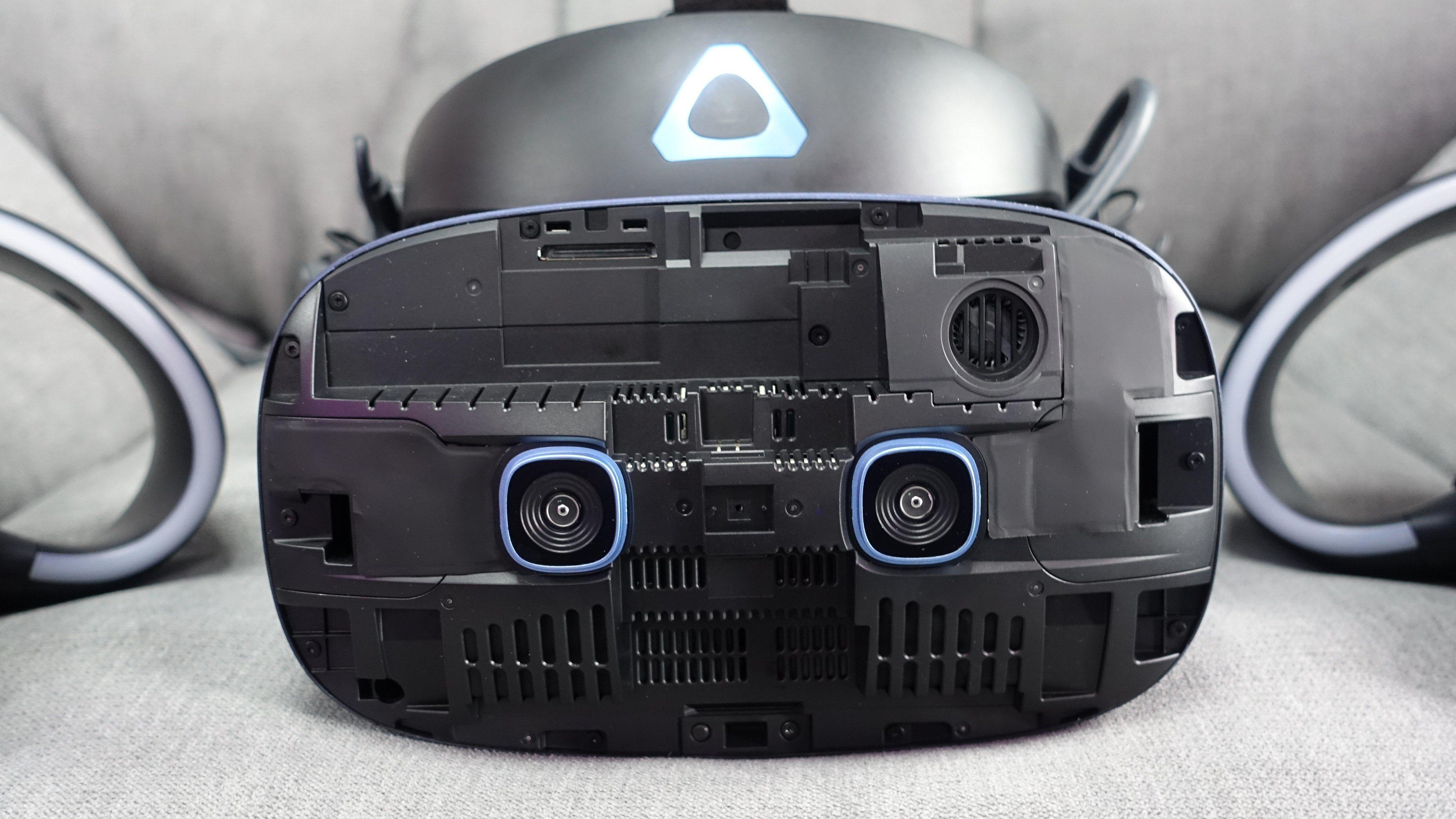 En spesiell ting med Vive Cosmos er at frontplaten kan fjernes og byttes ut. Tidlig neste år kommer en plate som gjør at hodesettet kan spores med eksterne basestasjoner slik som den første Vive og Vive Pro.
