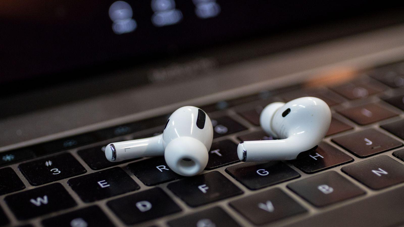 Best pris på Apple AirPods med trådløst ladeetui (2019) Se