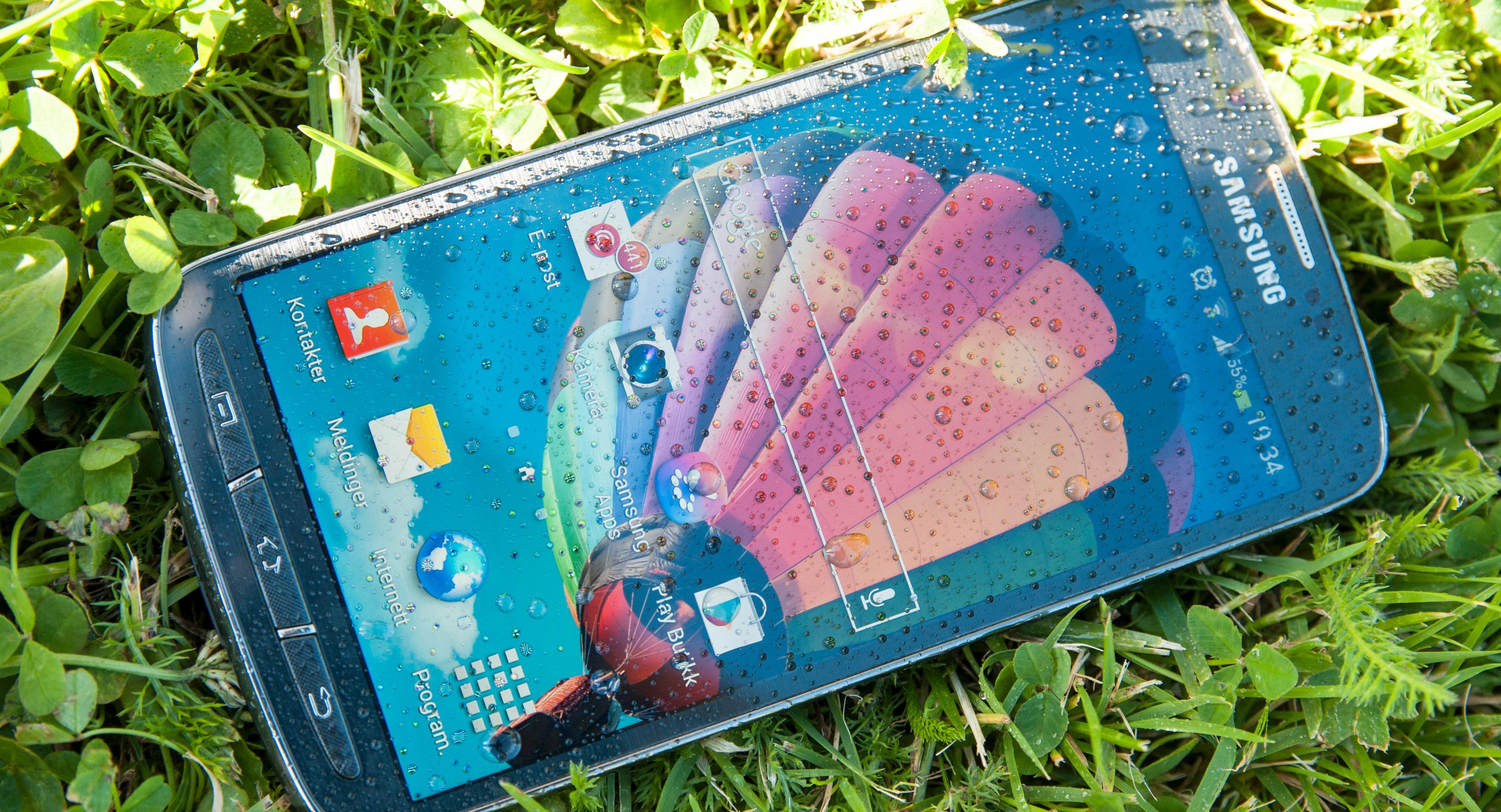 Samsung S4 Active er en mobiltelefon som tåler vann. Den har mange av de samme egenskapene som toppmodellen S4, men et litt enklere kamera og litt kraftigere chassis. Les merFoto: Finn Jarle Kvalheim, Amobil.no