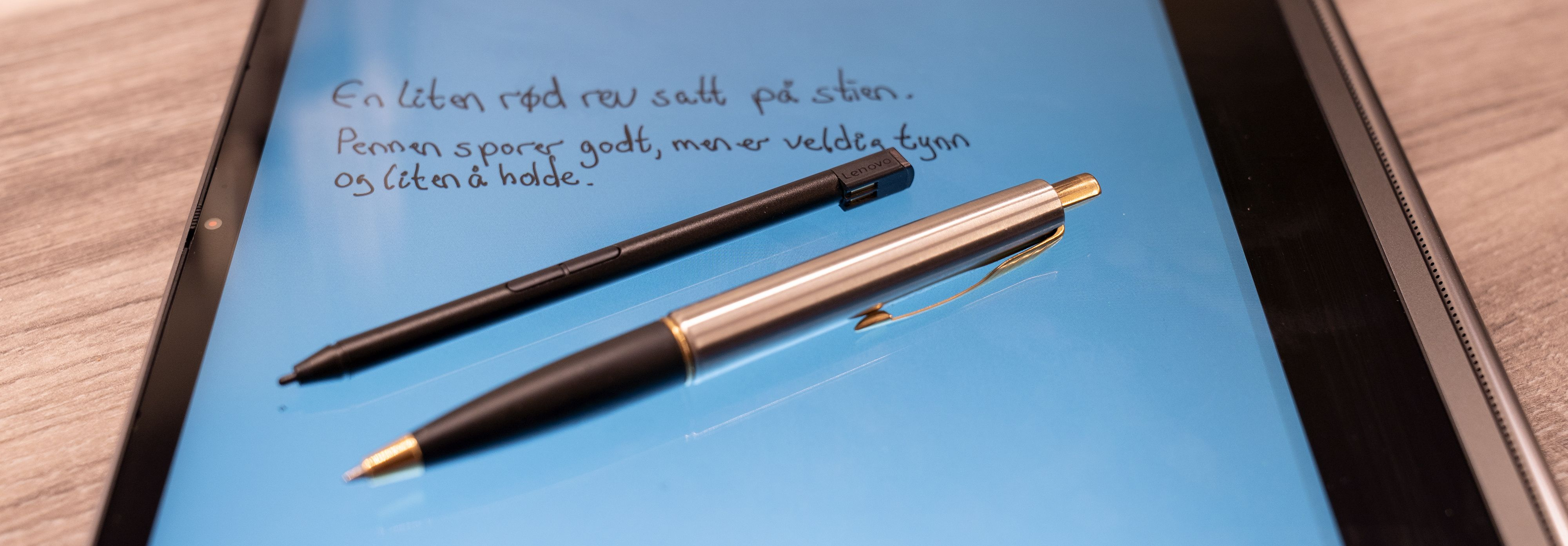 Sammenlignet med en vanlig penn blir Lenovos digitale penn veldig liten å holde i og skrivekrampa melder seg etter minutter.
