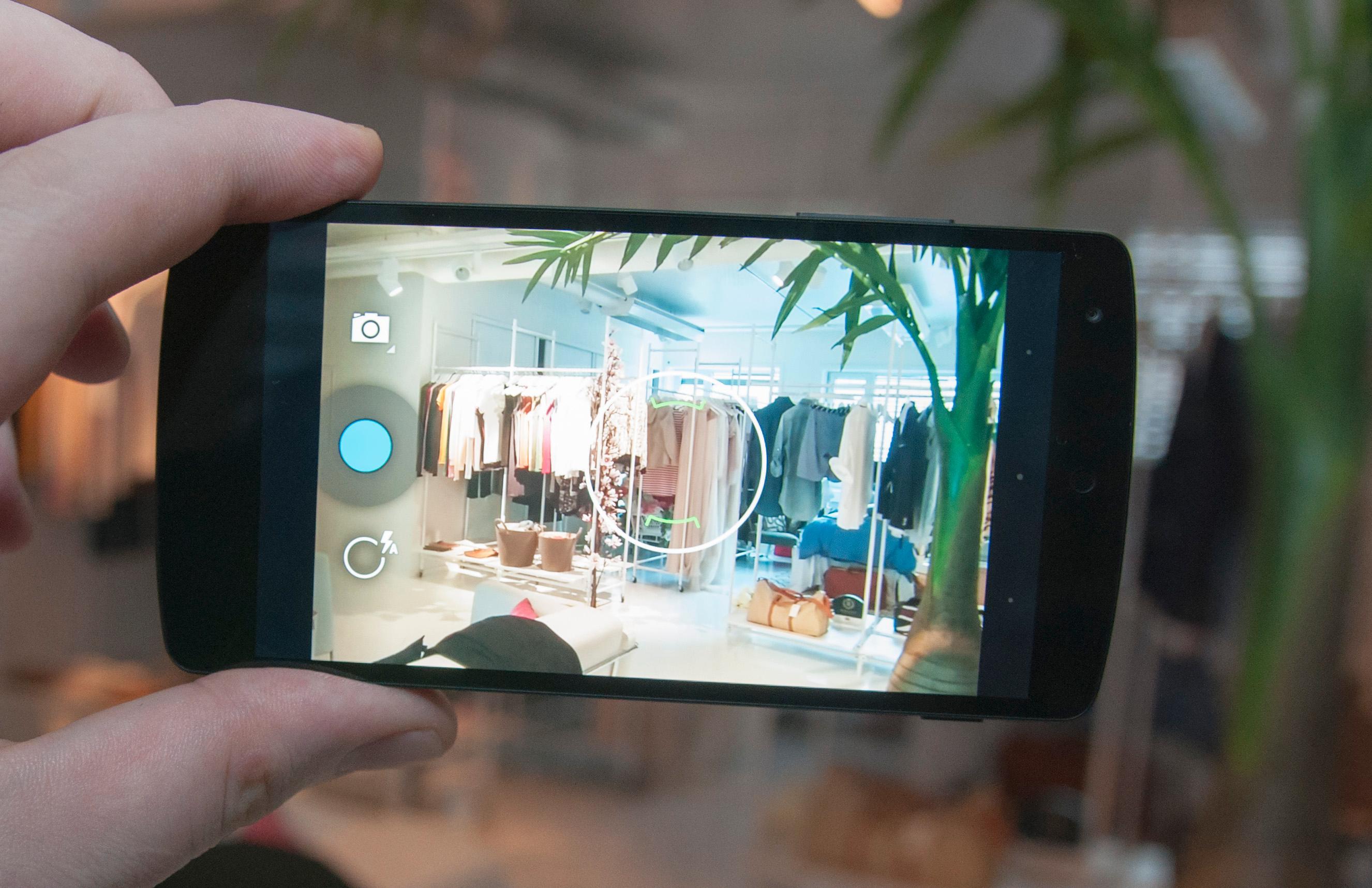 Kameraet i Nexus 5 har fått optisk bildestabilisator, som skal gjøre det enklere å unngå bevegelsesuskarphet i bildene.Foto: Finn Jarle Kvalheim, Amobil.no