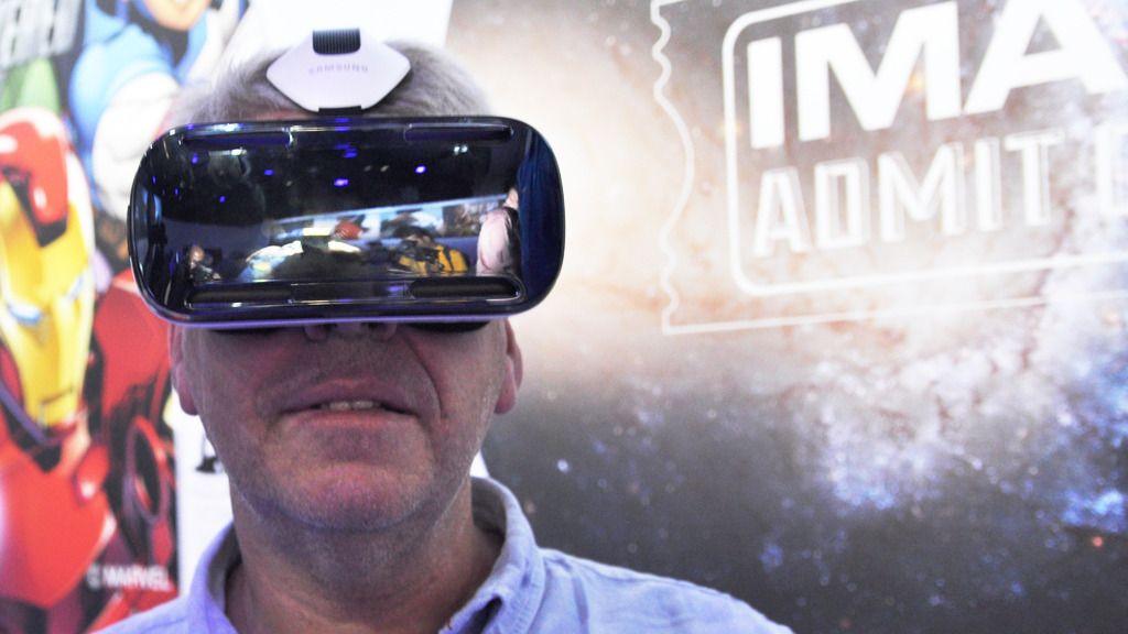 Samsung har hatt sine Gear VR-briller en stund, og lanserte for en tid tilbake tredje generasjon. Dette er første generasjon, som ble laget for Samsung Galaxy Note 5. Vi testet Netflix på en Galaxy S6 med nest siste utgave brille. Foto: Finn Jarle Kvalheim, Amobil.no