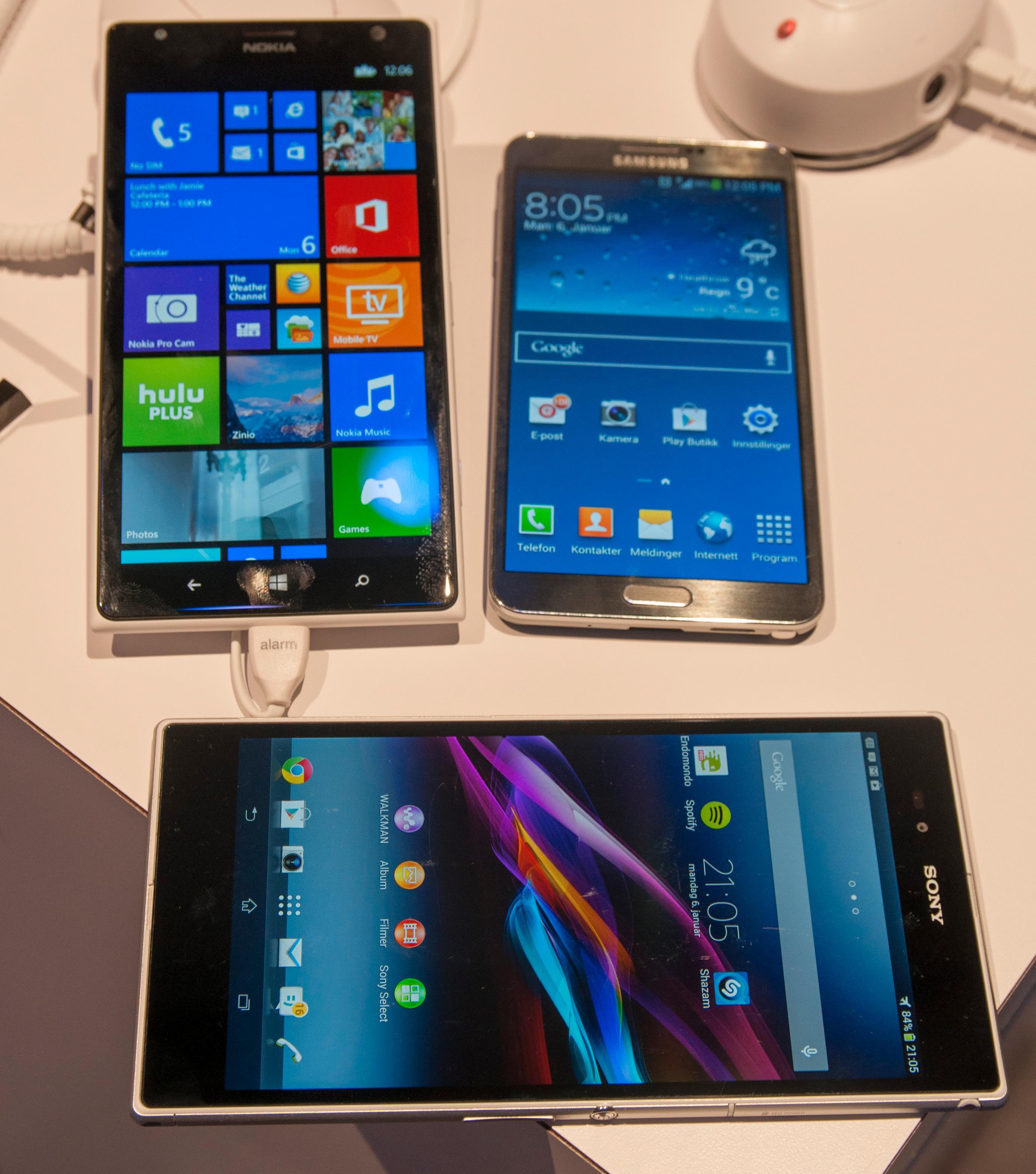 Lumia 1520 er en relativt voksen sak. Her er den avbildet sammen med Samsung Galaxy Note 3 og Sony Xperia Z Ultra.Foto: Finn Jarle Kvalheim, Amobil.no